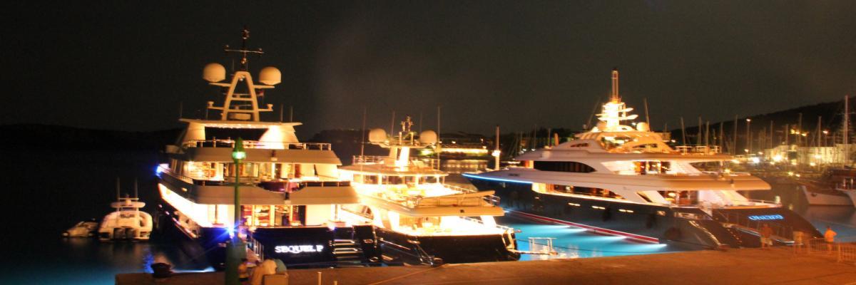 Korčula - pristanišče ponoči